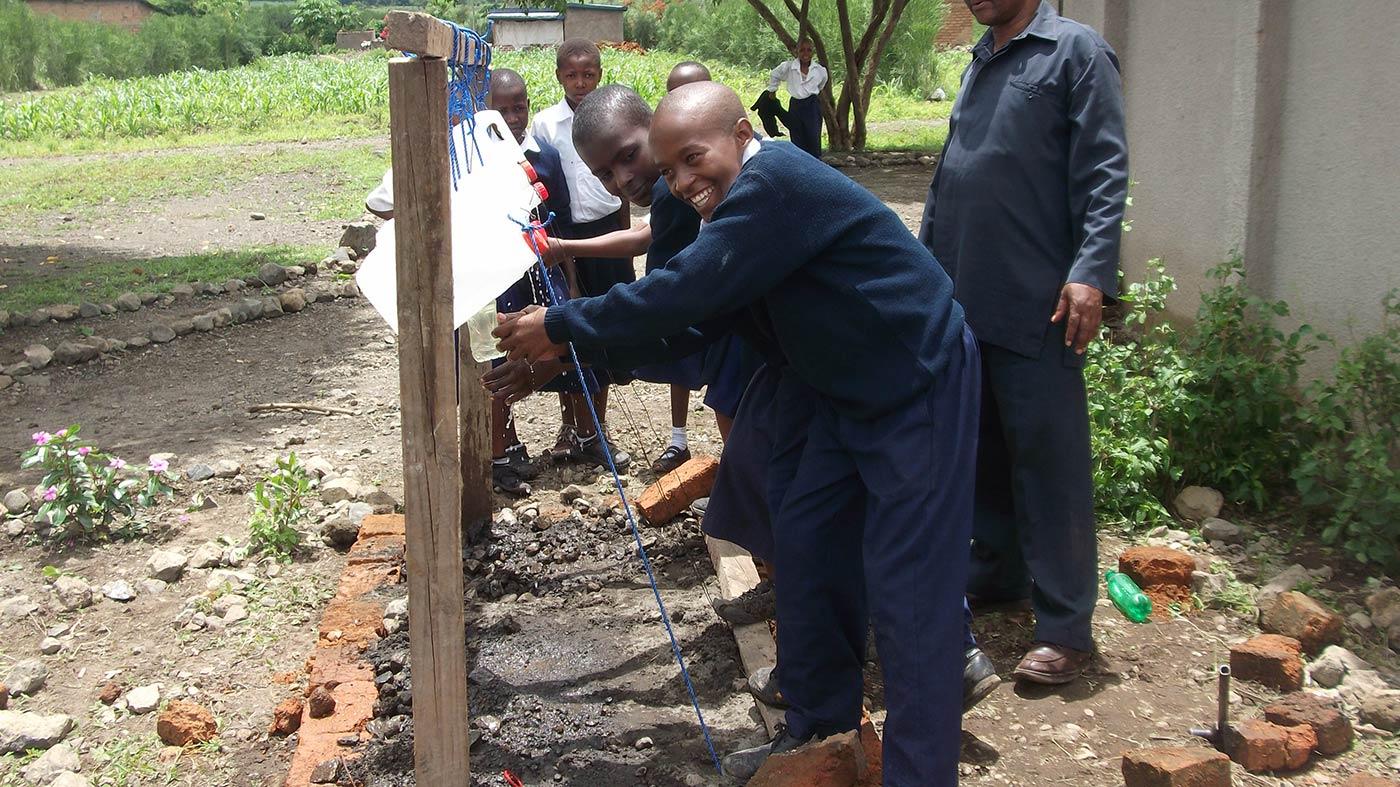 Campagna sulle corrette pratiche igieniche nella scuola di Nkoasenga